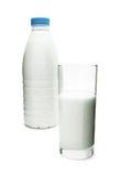 Botella y vidrio de leche Fotografía de archivo libre de regalías