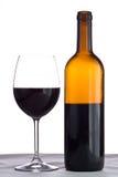 Botella y vidrio de vino rojo Fotografía de archivo