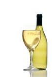 Botella y vidrio del vino blanco Foto de archivo