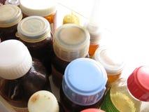 Botellas atrasadas de las drogas fotografía de archivo libre de regalías