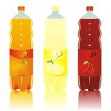 Botellas carbónicas aisladas de las bebidas fijadas Foto de archivo