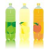 Botellas carbónicas aisladas de las bebidas fijadas Foto de archivo libre de regalías