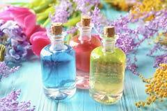 Botellas con diversos aceites del perfume Imagen de archivo