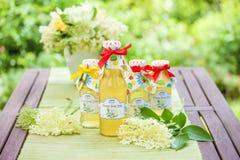 Botellas con el jarabe del elderflower Foto de archivo libre de regalías