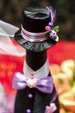 Botellas con el vino en la tabla de la boda Imágenes de archivo libres de regalías
