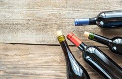 Botellas con el vino rojo Fotografía de archivo libre de regalías