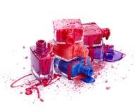 Botellas con esmalte de uñas derramado y sombra de ojos machacada Fotografía de archivo libre de regalías