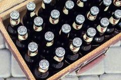 Botellas con la cerveza Fotos de archivo libres de regalías