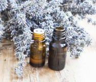 Botellas de aceite de lavanda Imagen de archivo libre de regalías