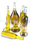 Botellas de aceite de oliva virginal adicional Fotos de archivo
