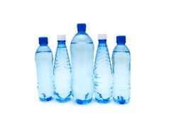 Botellas de agua aisladas en el fondo blanco Foto de archivo