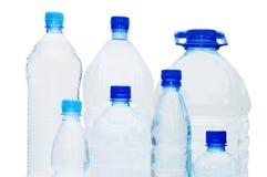 Botellas de agua aisladas sobre blanco Foto de archivo