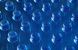 Botellas de agua en fábrica Fotos de archivo libres de regalías