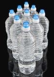 Botellas de agua en negro Foto de archivo libre de regalías