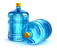 Botellas de agua plásticas de la bebida de dos 19 litros o de 5 galones Imagenes de archivo