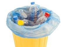 Botellas de agua plásticas en cubo de la basura Imágenes de archivo libres de regalías