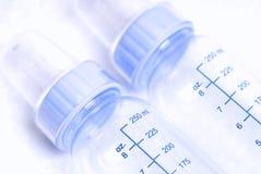 Botellas de bebé azul Imagen de archivo