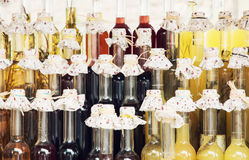 Botellas de bebida alcohólica hechas de la miel Imagen de archivo libre de regalías
