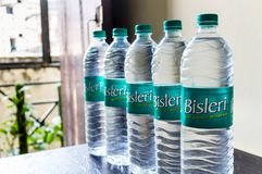 Botellas de Bisleri imagenes de archivo