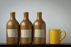 Botellas de cerámica y una taza Imágenes de archivo libres de regalías