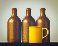 Botellas de cerámica y una taza Imagen de archivo libre de regalías