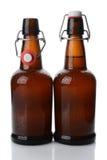 Botellas de cerveza superiores del oscilación una abiertas Fotografía de archivo