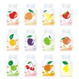 Botellas de cristal aisladas del yogur de fruta Imagen de archivo libre de regalías