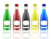 Botellas de cristal brillantes con las etiquetas en blanco Imagen de archivo