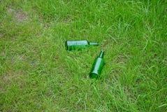 Botellas de cristal verdes Fotos de archivo