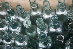 Botellas de cristal verdes Imágenes de archivo libres de regalías