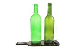 botellas de cristal verdes con una botella plana Imágenes de archivo libres de regalías