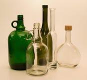 Botellas de cristal verdes y blancas Fotos de archivo libres de regalías