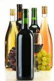 Botellas de la composición de vino de diversa clase fotos de archivo libres de regalías