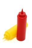 Botellas de la mostaza y de salsa de tomate foto de archivo
