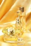 Botellas de perfume del oro Foto de archivo libre de regalías