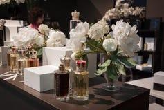 Botellas de perfume en Esxence 2014 en Milán, Italia Fotos de archivo
