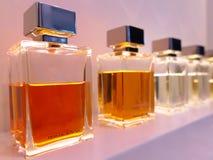 Botellas de perfume en fila Imágenes de archivo libres de regalías