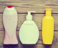 Botellas de productos para el cuarto de baño Foto de archivo libre de regalías