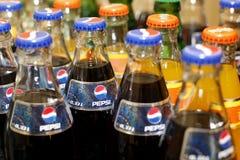 Botellas de soda de Pepsi y de Mirinda Fotos de archivo libres de regalías