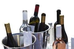 Botellas de vino aisladas en blanco con la trayectoria de recortes imagenes de archivo