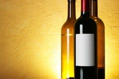 Botellas de vino con el espacio para el texto Fotos de archivo