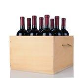 Botellas de vino de Cabernet en el embalaje de madera imágenes de archivo libres de regalías