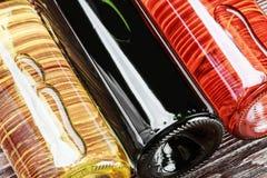 Botellas de vino de diversas clases Fotos de archivo