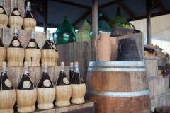 Botellas de vino de mimbre Imagen de archivo