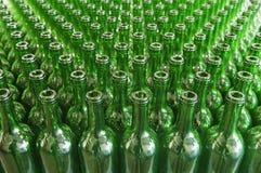 Botellas de vino del vidrio verde Fotos de archivo
