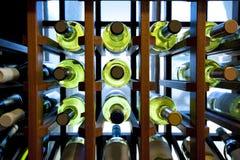 Botellas de vino en estante Fotografía de archivo libre de regalías