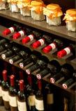 Botellas de vino en un estante Fotografía de archivo libre de regalías