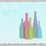 Botellas de vino transparentes en fondo de papel envuelto Foto de archivo libre de regalías