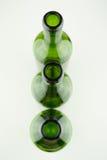 Botellas de vino verdes vacías en blanco Imágenes de archivo libres de regalías