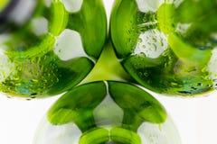 Botellas de vino verdes vacías en el fondo blanco Fotografía de archivo libre de regalías